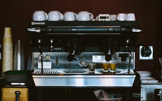 Jaki ekspres do kawy sprawdza się w restauracji?